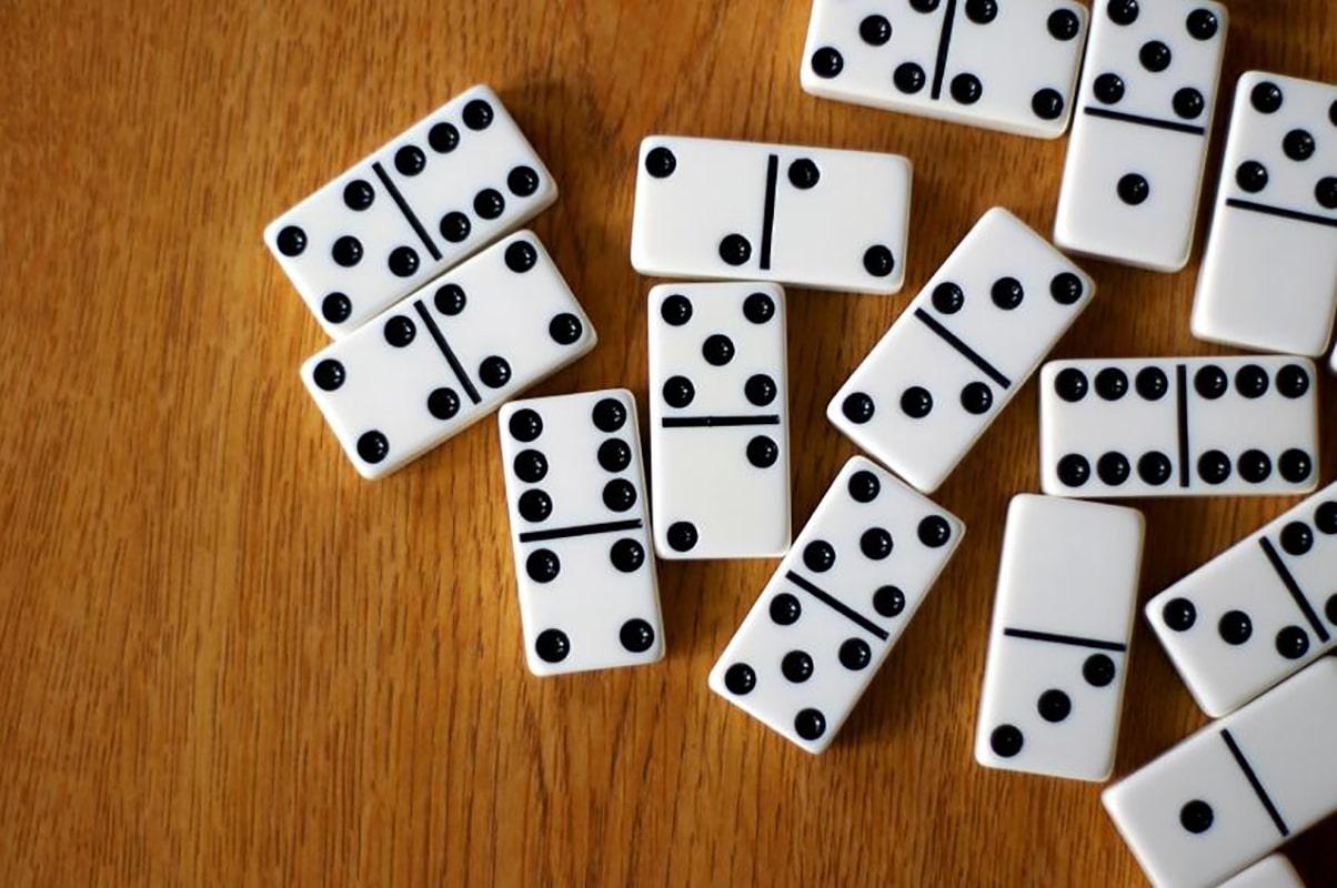Los juegos de mesa pueden ser un estímulo para los adultos mayores.