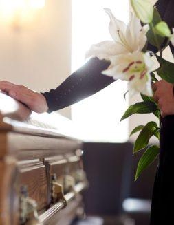 ¿Debo cumplir la última voluntad de un difunto aun si va contra la Iglesia?