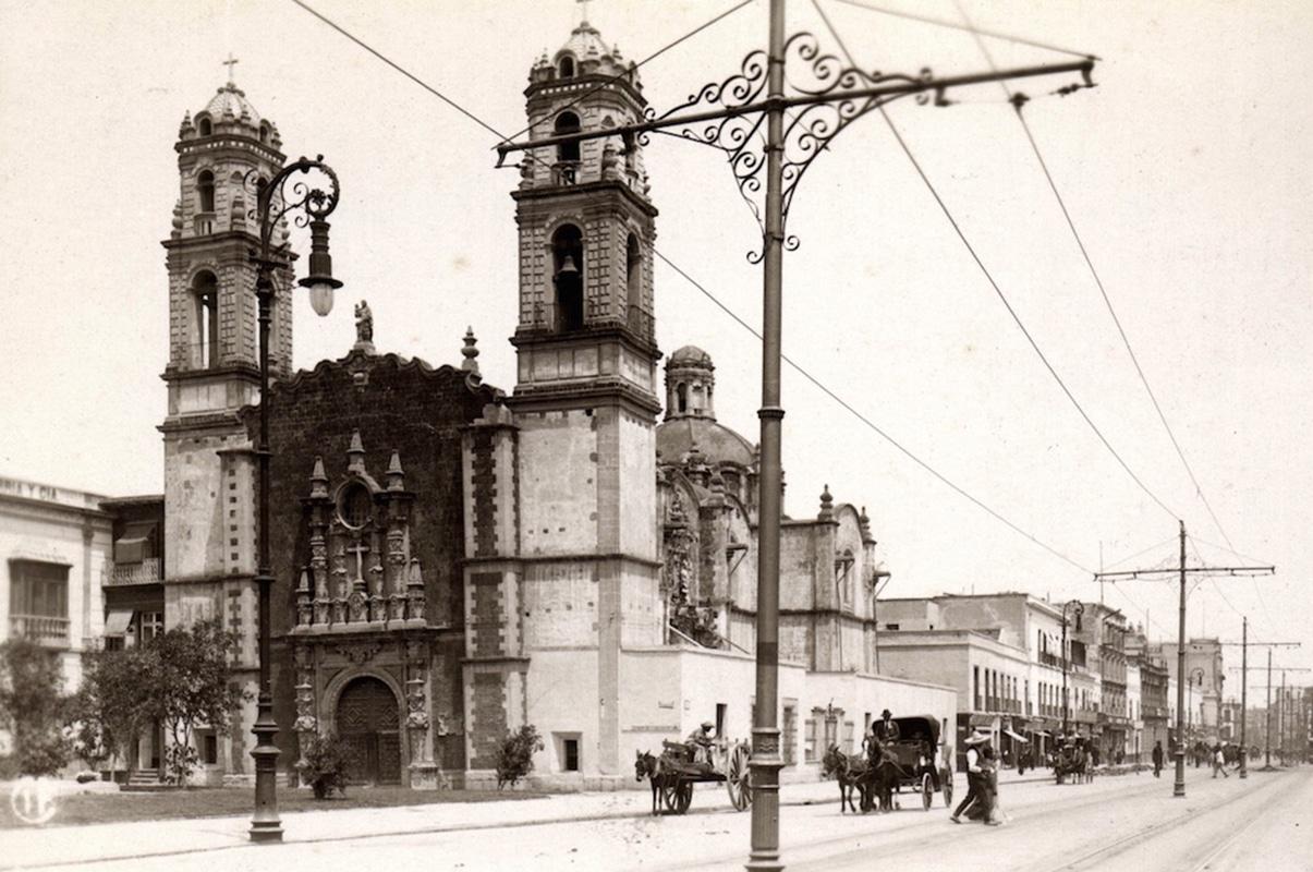 La Iglesia de la Santa Veracruz a inicios del siglo XX. Foto: @cdmexeneltiempo/Twitter