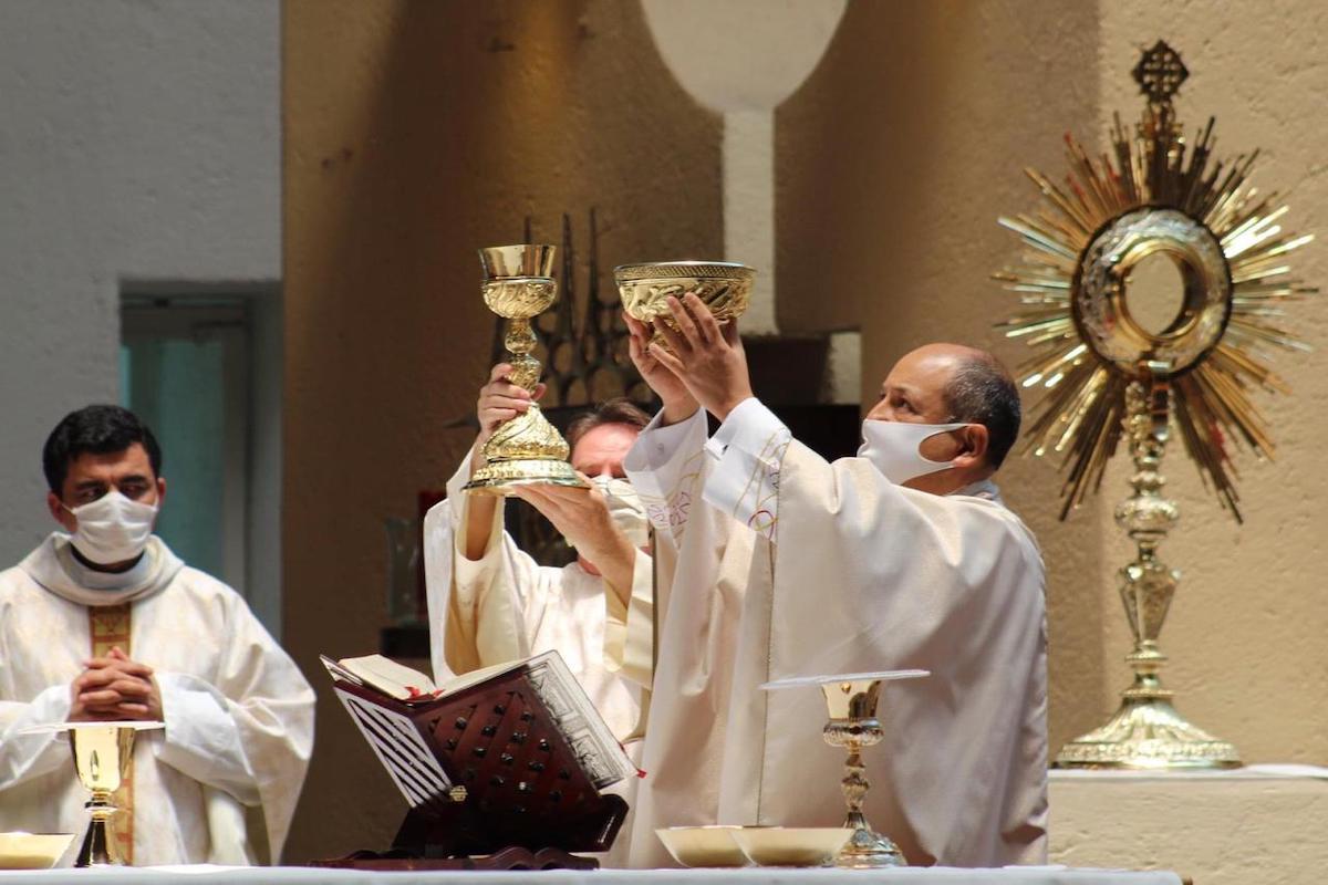 La Santa Misa en tiempos de pandemia de COVID-19. Foto: Miguel Ávila