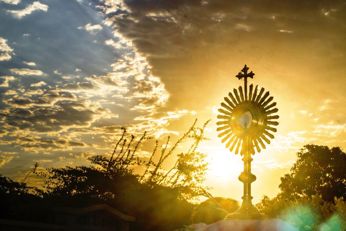 Gracias a la oración nos podemos comunicar con Dios. Foto Cathopic