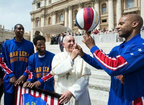 Este libro reúne los pensamientos del Papa Francisco sobre el deporte