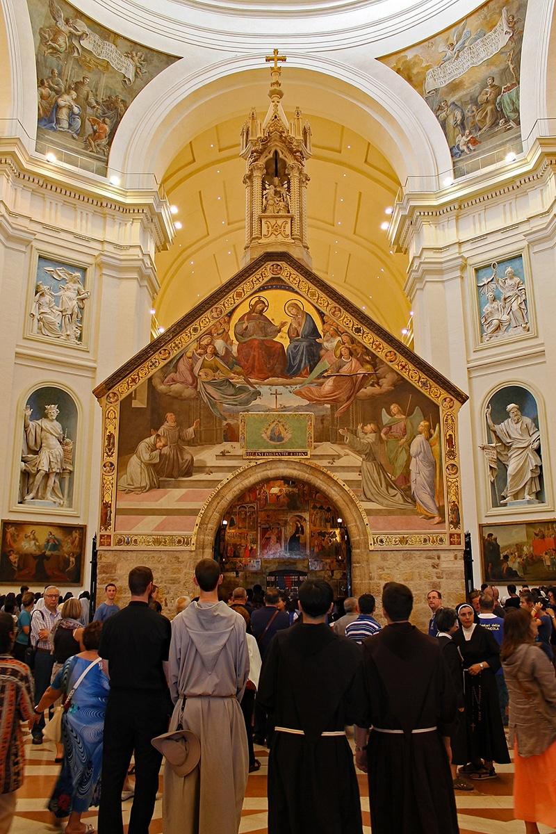 La iglesia de la Porcíncula. La foto fue tomada antes de la pandemia de COVID-19. Foto: Wikipedia.