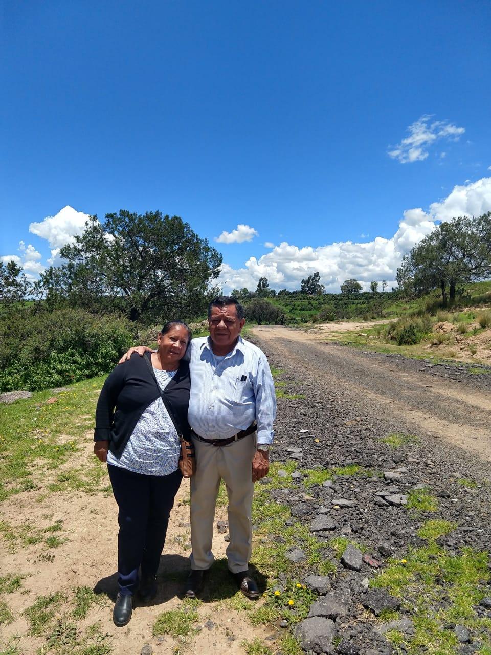 Don Rafael Parra, junto a su esposa Tere.