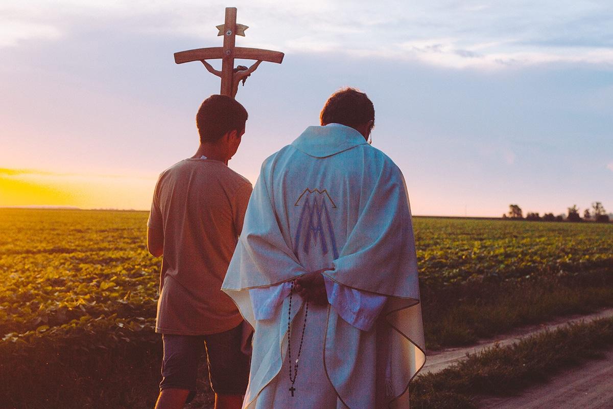 El sacerdocio común de los fieles y el sacerdocio ministerial o jerárquico, participan a su manera del único sacerdocio de Cristo. Foto: Exe Lobaiza/Cathopic.