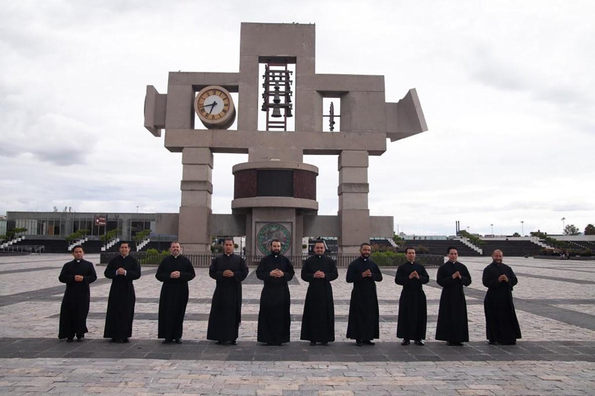Los 10 diáconos transitorios que recibirán la orden sacerdotal este 2020 en la Arquidiócesis de México. Foto: Padre José Abel Tapia/Cortesía.