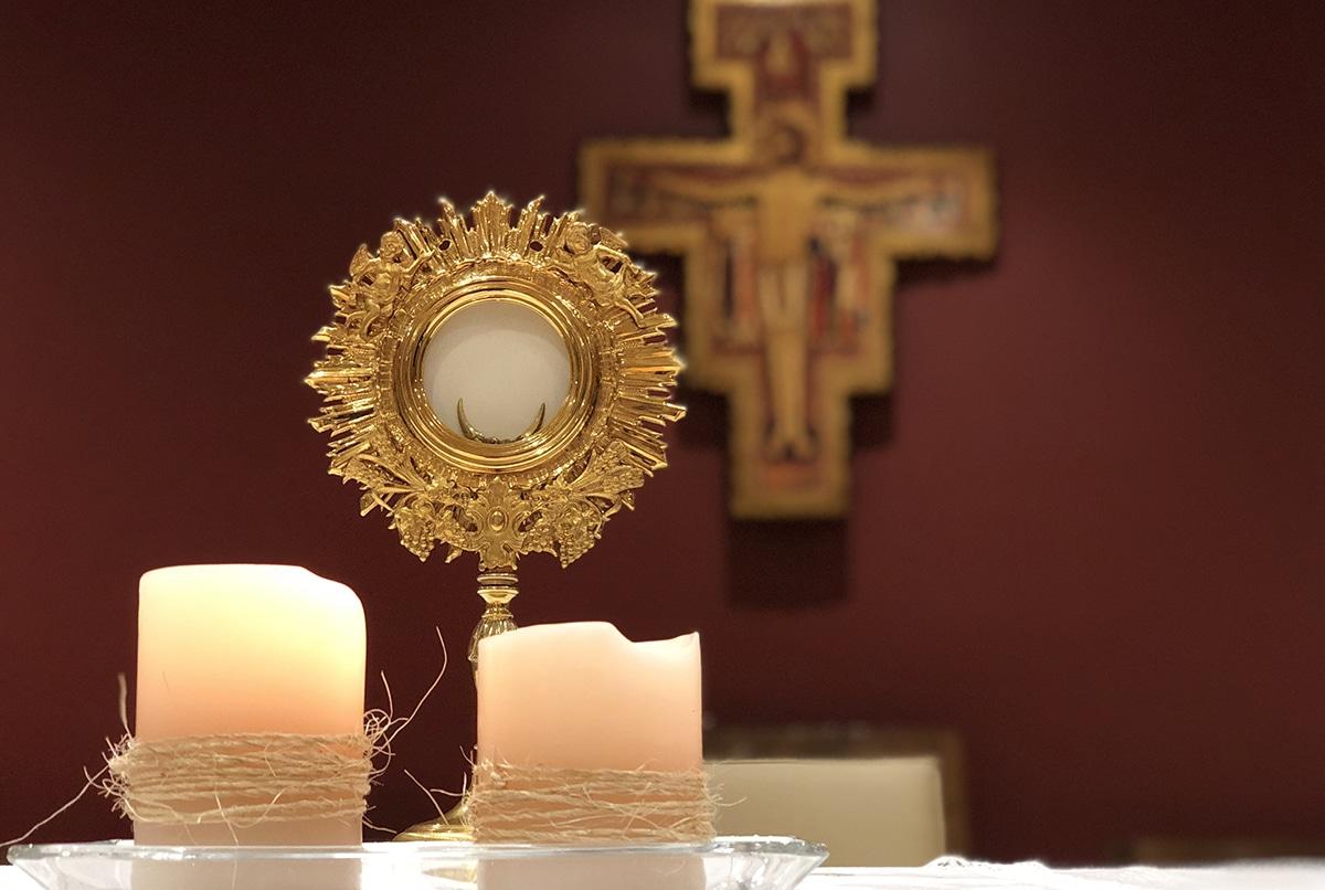 La Comunión Espiritual es aceptar la Sagrada Comunión con el alma. Foto: Fray Foto/Cathopic.