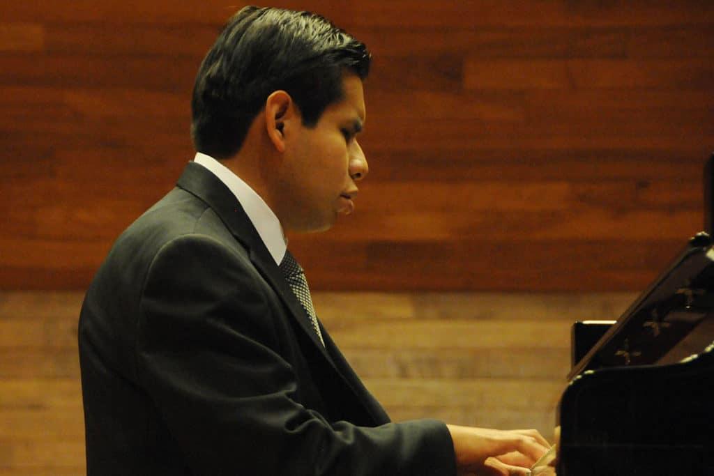 Tony López actualmente es el pianista del grupo Méssia.