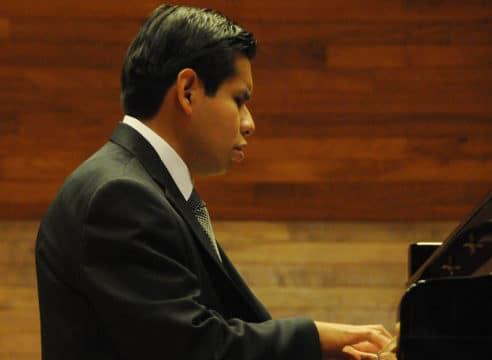 Tony López, un pianista que encontró a Dios a través de la música