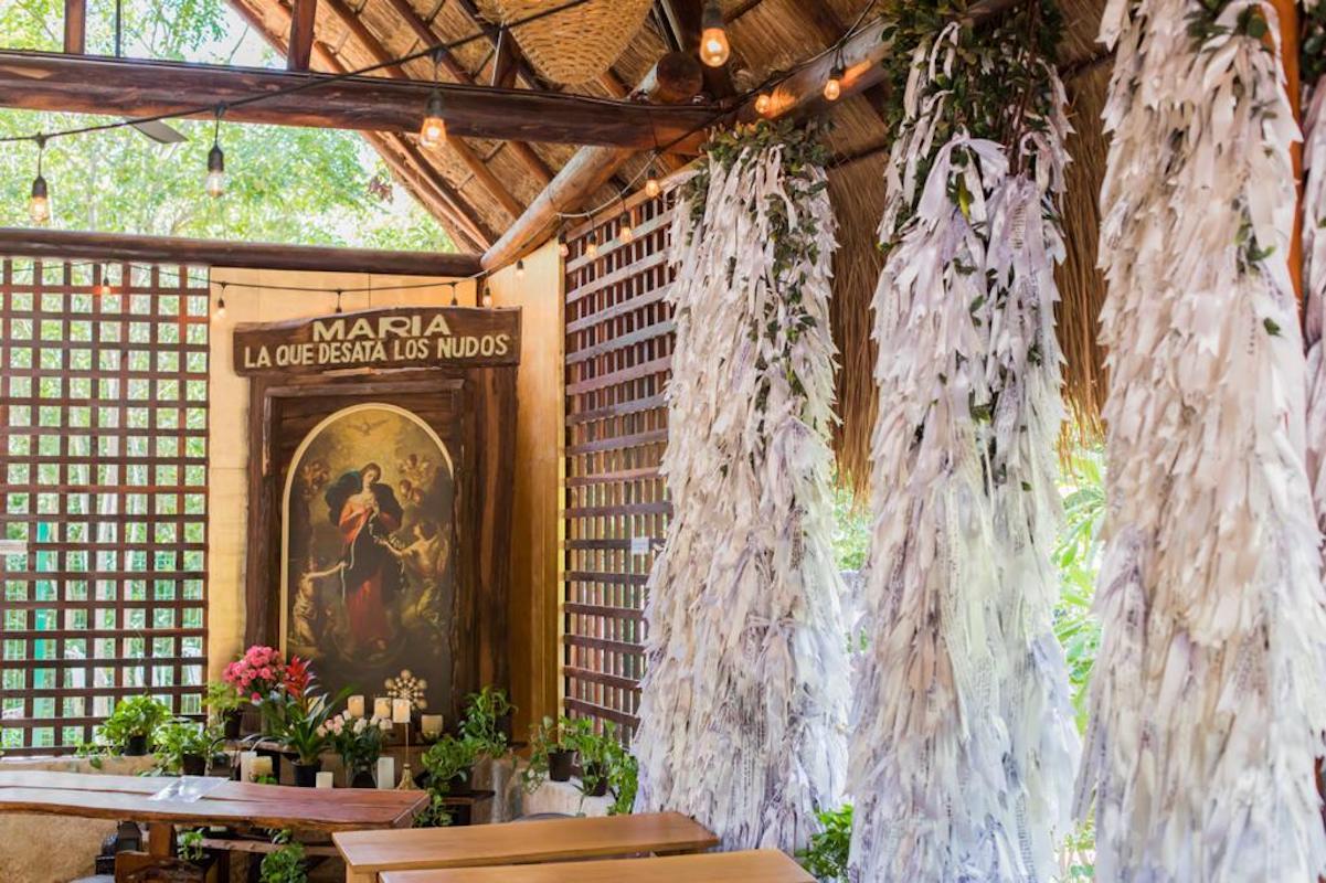 Más de medio millón de listones colgados hay en el Santuario de la Virgen Desatadora de Nudos.