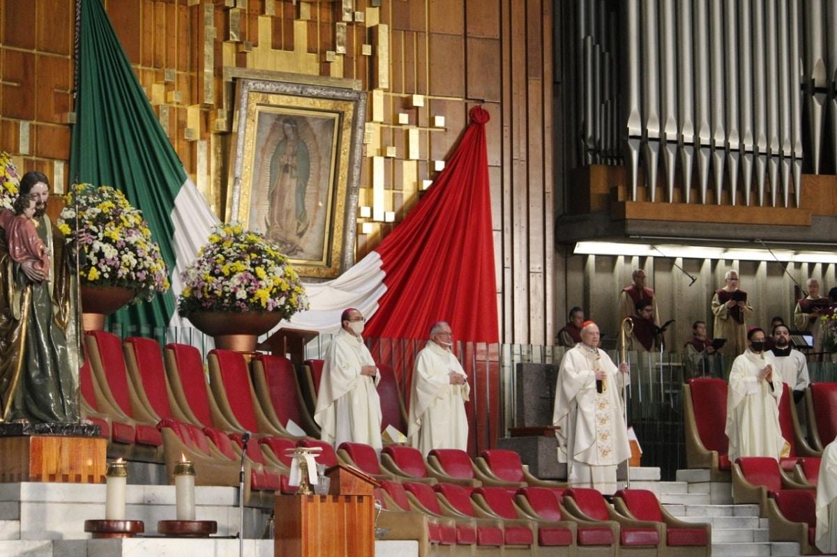 El Arzobispo Carlos Aguiar presidió la Misa en Basílica de Guadalupe por el Encuentro con los Obispos de México. Foto: INBG/Cortesía.
