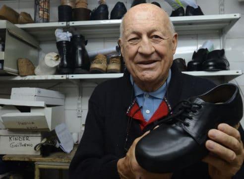 Falleció Carlos Samaria, el zapatero del Papa Francisco