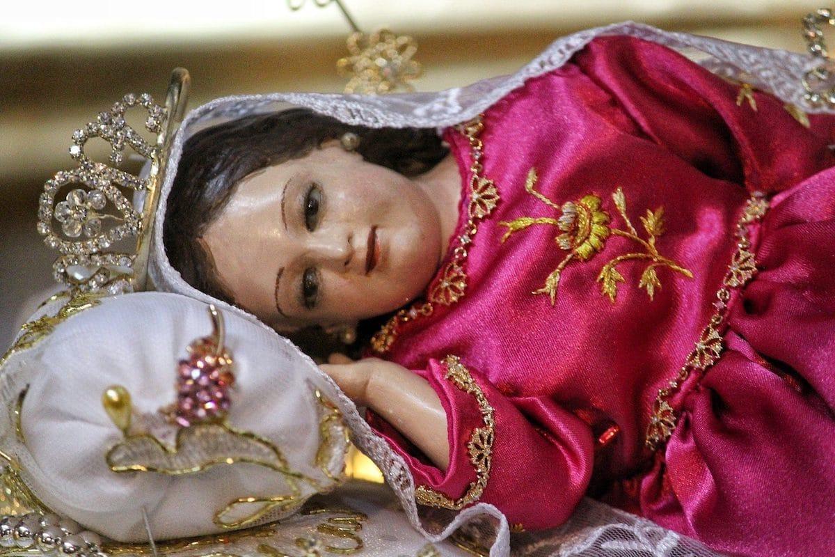 """La imagen de la """"Divina Infantita"""" representa a la Virgen María con aspecto de niña."""