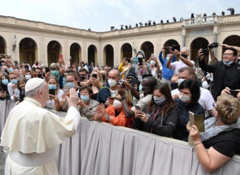 """""""Trabajamos juntos para salir de la crisis, o no saldremos"""": Papa Francisco"""