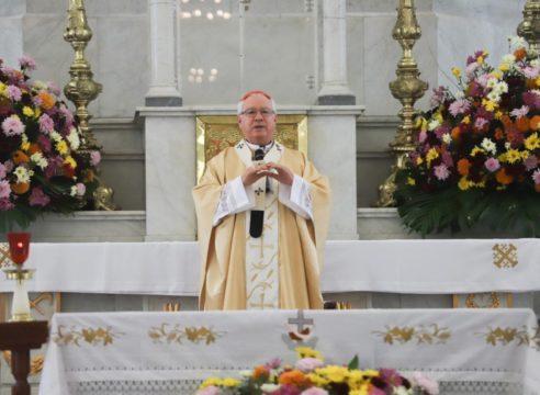 """""""No podemos refugiarnos en nuestra área de confort"""": Cardenal Robles"""