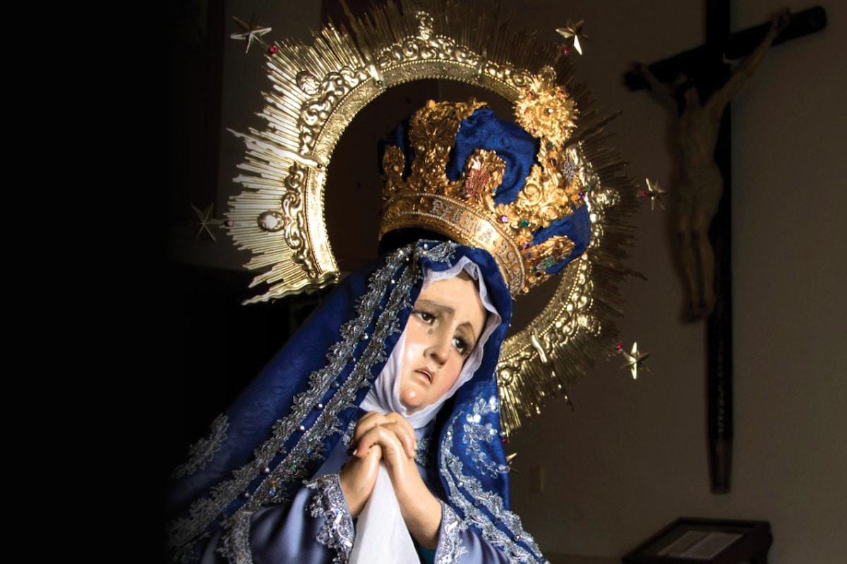 La Virgen del Consuelo representa a la Virgen de Dolores.