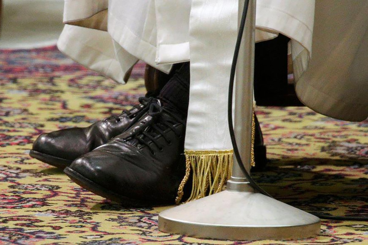 Los zapatos del Papa Francisco. Foto: Vatican Media.