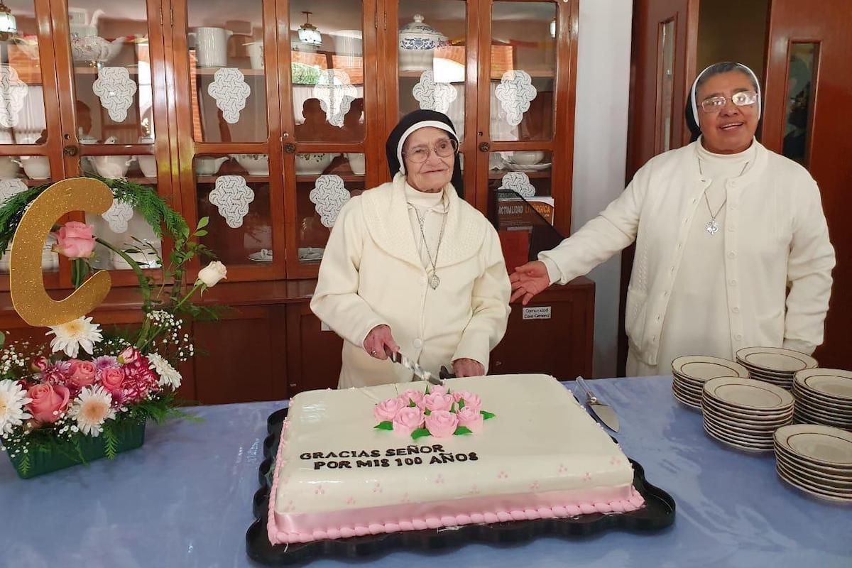La madre Clemencia en su cumpleaños número 100.