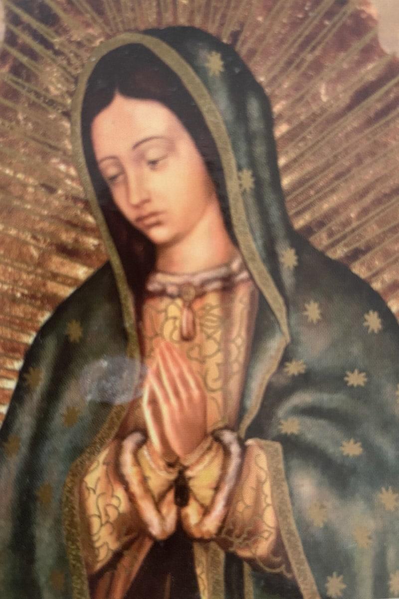 La imagen de la Virgen de Guadalupe que le regalaron a Karla en el Día de las Madres.