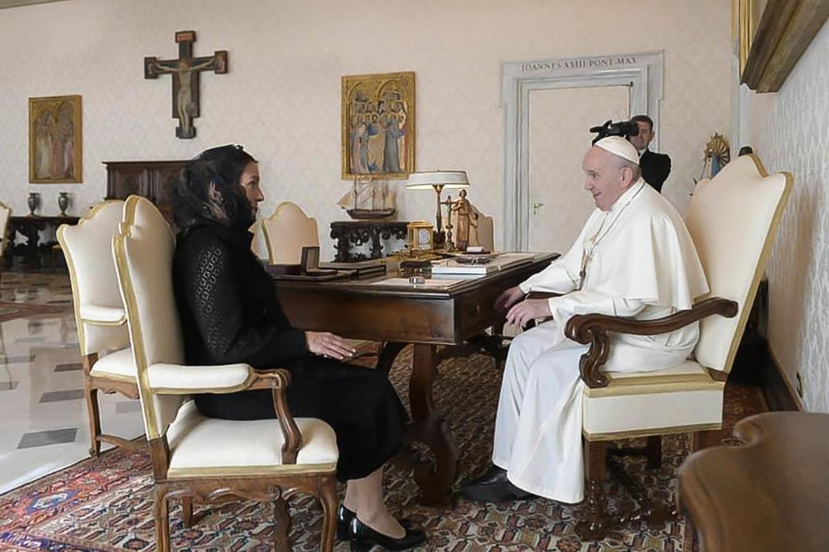 Beatriz Gutiérrez, esposa del presidente, se reúne con el Papa Francisco