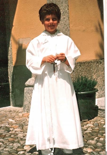 Carlo Acutis vestido de monaguillo. Foto: Cortesía
