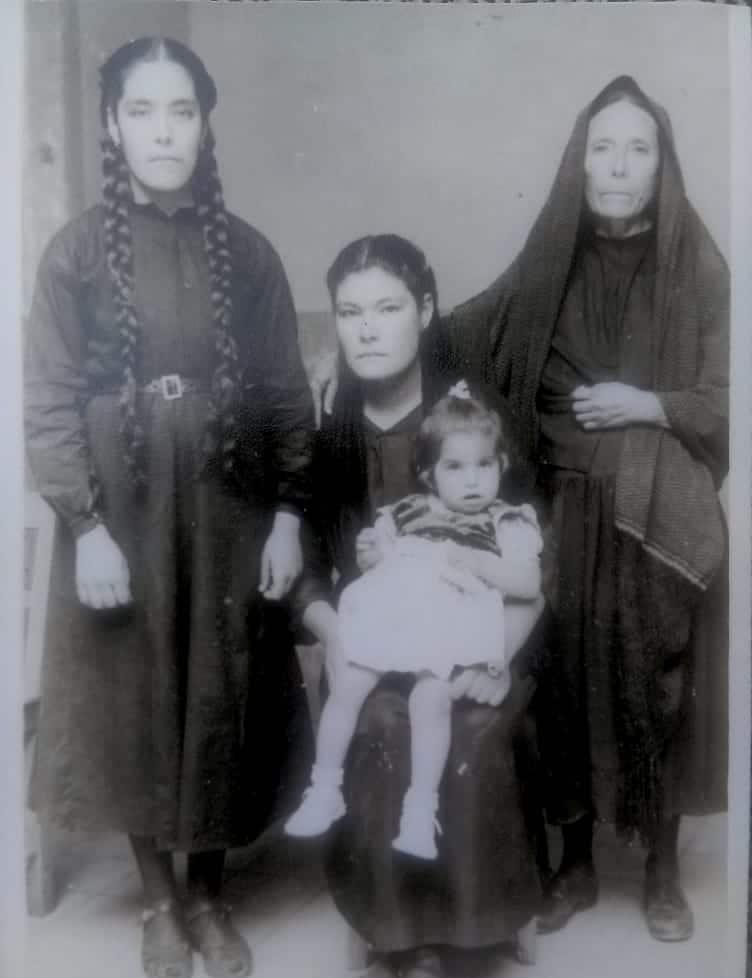 La madre Clemencia con su familia.