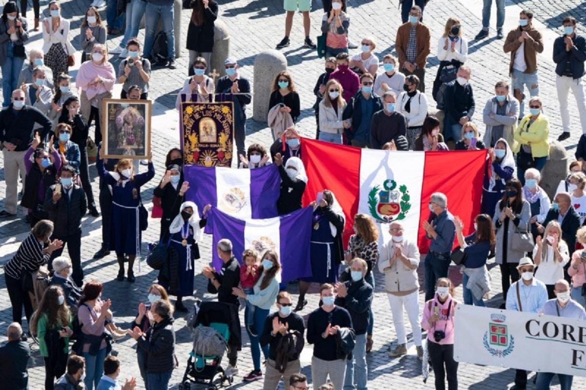 Fieles reunidos en la plaza de San Pedro en el DOMUND 2020. Foto: Vatican Media.