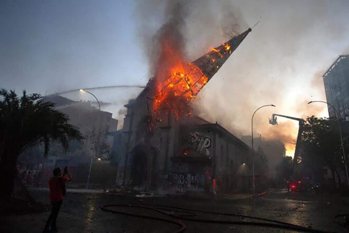 Iglesia de la Asunción en Santiago de Chile, una de las incendiadas. Foto: 24matins.es