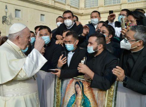 De vuelta en Roma, sacerdotes mexicanos saludaron al Papa Francisco