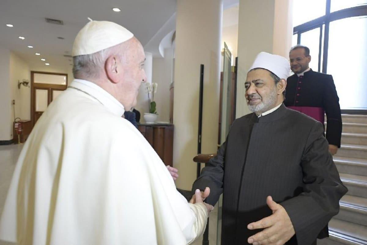 El Papa Francisco se reúne con el Gran Imán de Al-Azhar, Ahmad Al-Tayyeb. Foto: Vatican News.