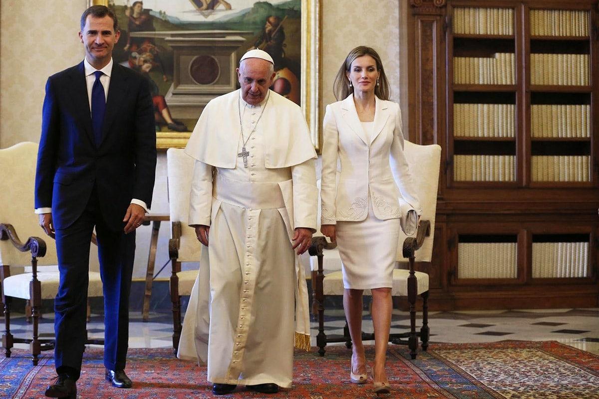 Los reyes de España en audiencia con el Papa Francisco.
