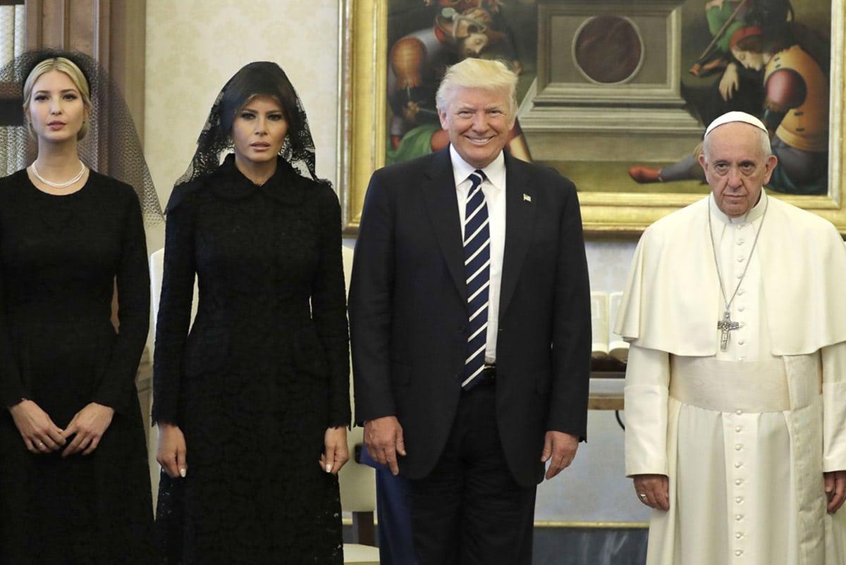 El presidente de Estados Unidos, Donald Trump y su familia visitan al Papa en 2017.
