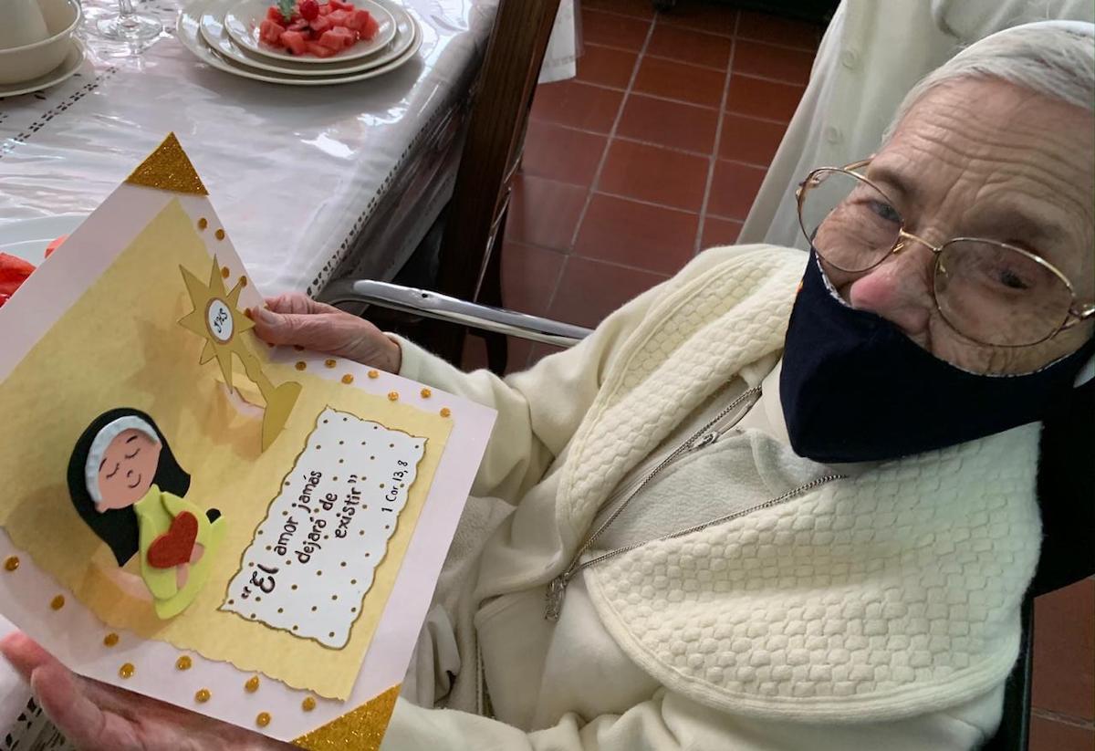 La madre Clemencia, de 100 años de edad.