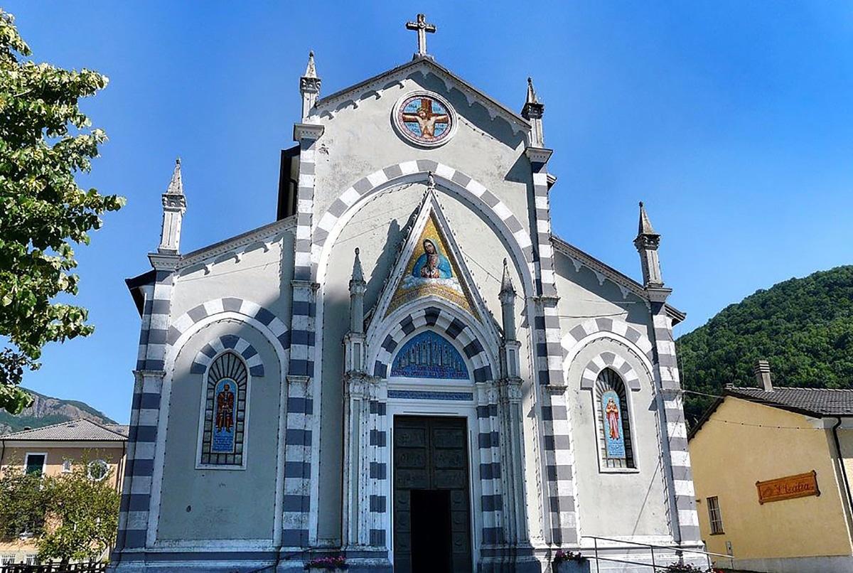 El Santuario de San Esteban está en el Monte Maggiorasca, en la provincia de Génova, Italia.