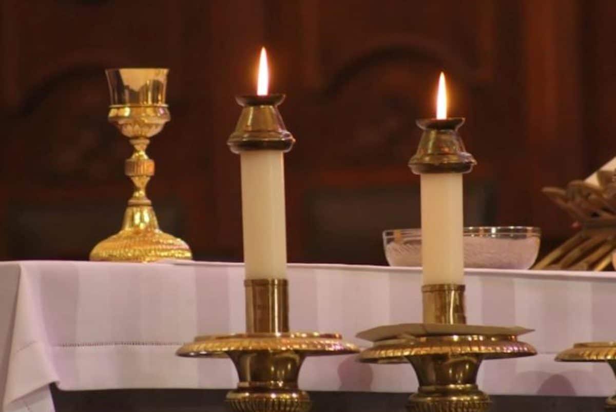 El año litúrgico inicia con el tiempo de Adviento y termina con la solemnidad de Cristo Rey.