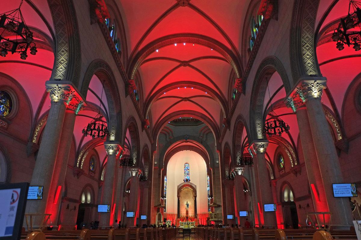 La Catedral de Filipinas se iluminó de rojo en la #RedWeek 2020, en apoyo a los cristianos perseguidos.