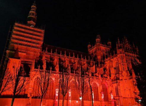 'Templos rojos' en 145 países, en apoyo los cristianos perseguidos