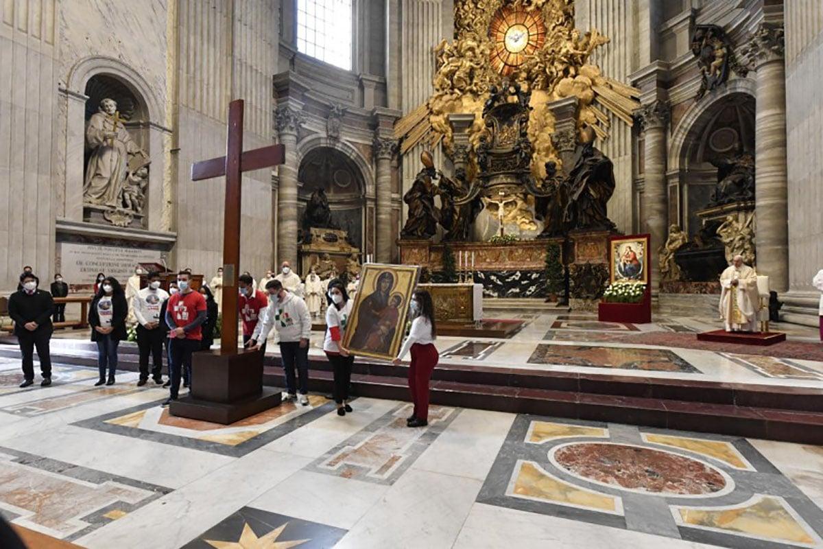 La delegación de Lisboa recibe la Cruz y la Virgen de la JMJ. Foto: Vatican Media.
