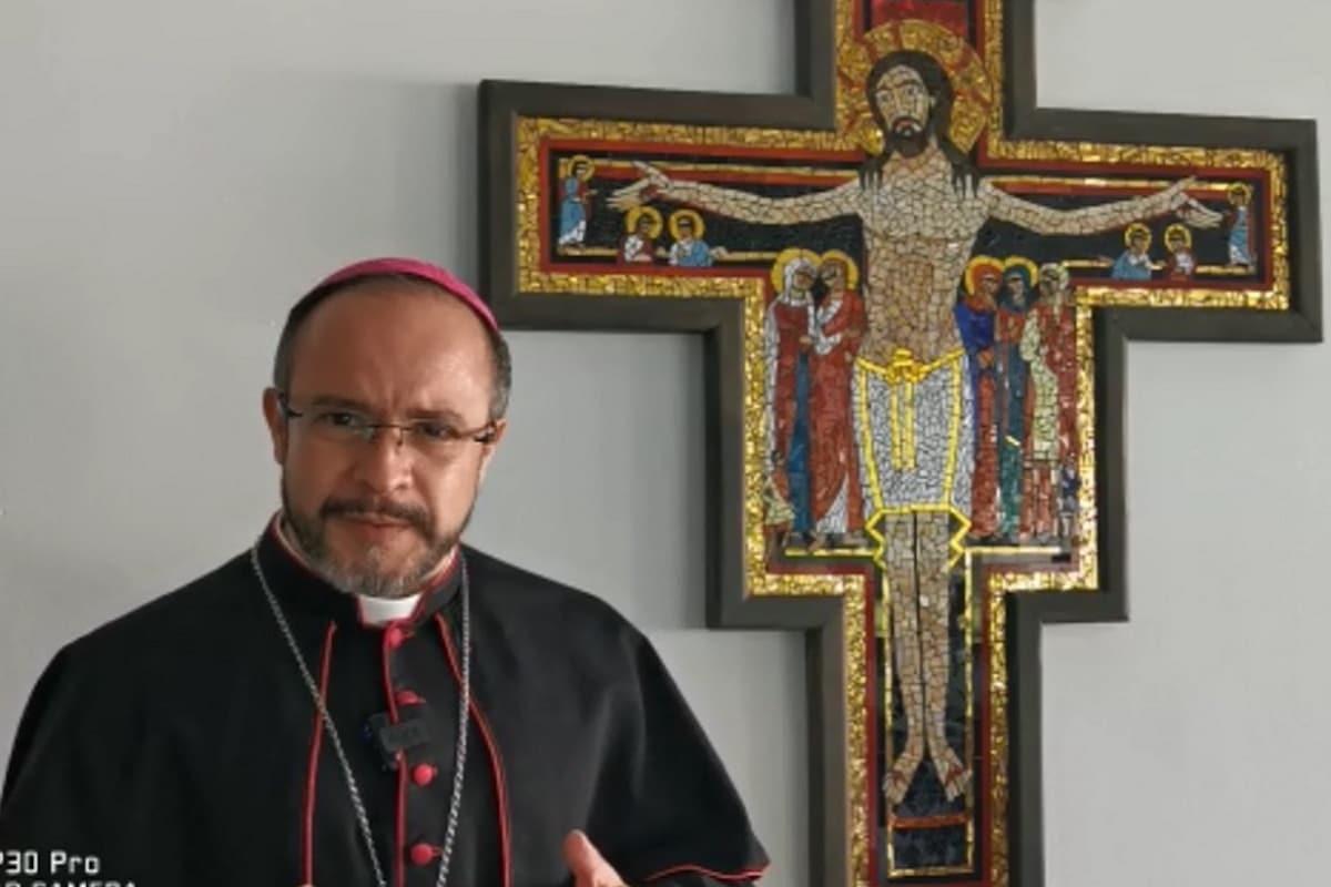 """Mons. Eugenio Lira: """"La familia, prioridad en la pospandemia"""""""