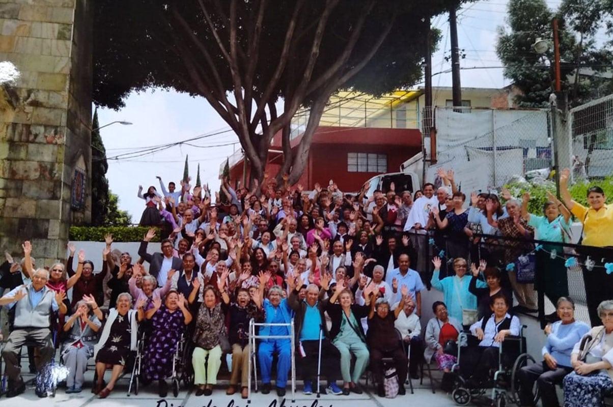 Integrantes de la Fundación para el Bienestar del Adulto Mayor de Cáritas Arquidiócesis de México suspendieron sus actividades presenciales, pero siguieron en internet.