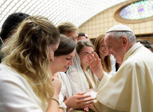 """Papa Francisco: """"¡Que las mujeres sean respetadas y defendidas!"""""""