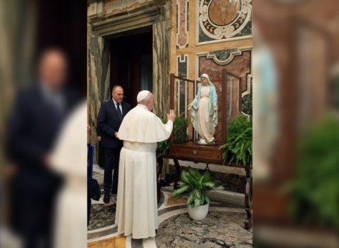 El Papa Francisco bendijo la imagen de la Medalla Milagrosa