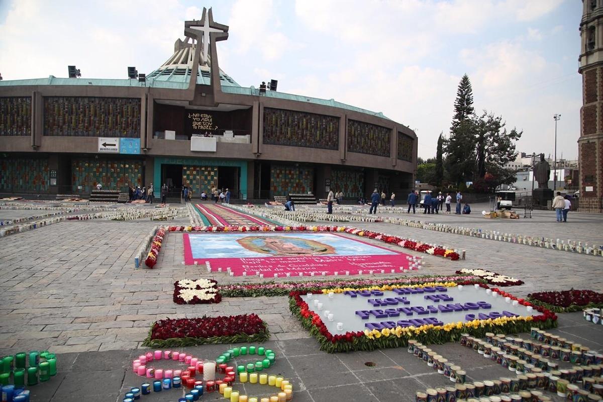 Altar de flores en la Basílica de Guadalupe. Foto: María Langarica.