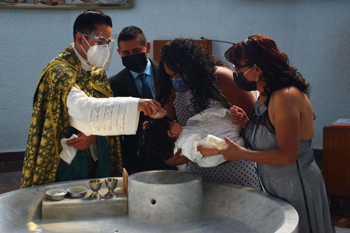 Los Bautismos en La Villa se realizan con medidas de sanidad. Foto: Ricardo Sánchez/DLF