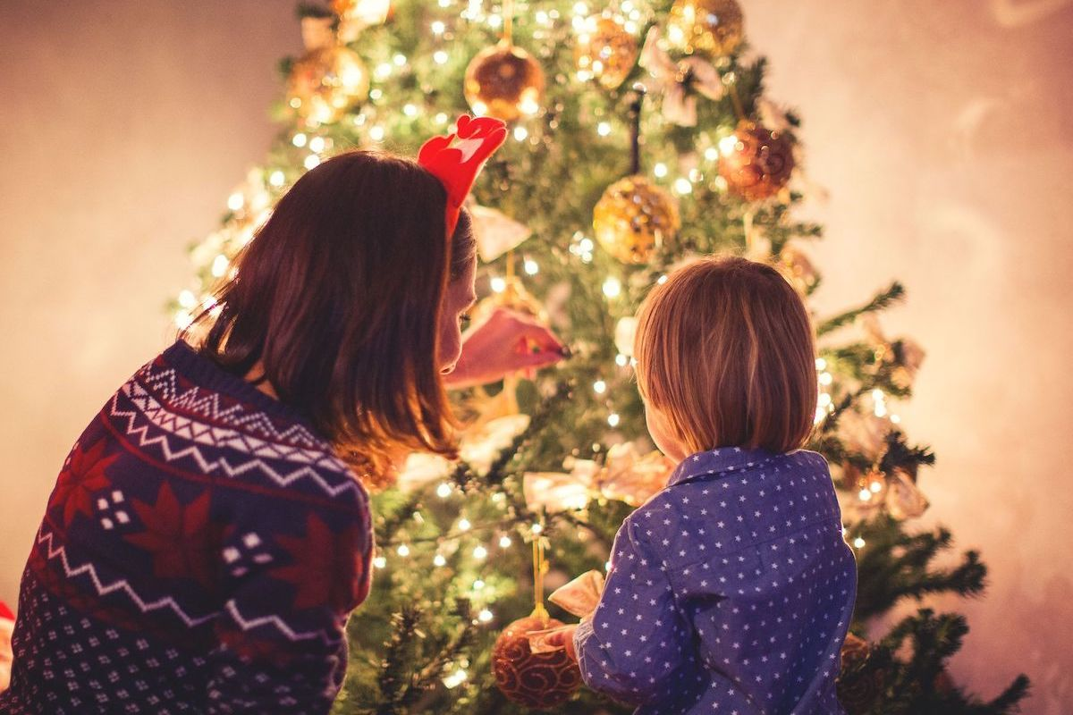 Bendecir el árbol de Navidad no es un acto sacramental; bien lo puede hacer un sacerdote o un laico.