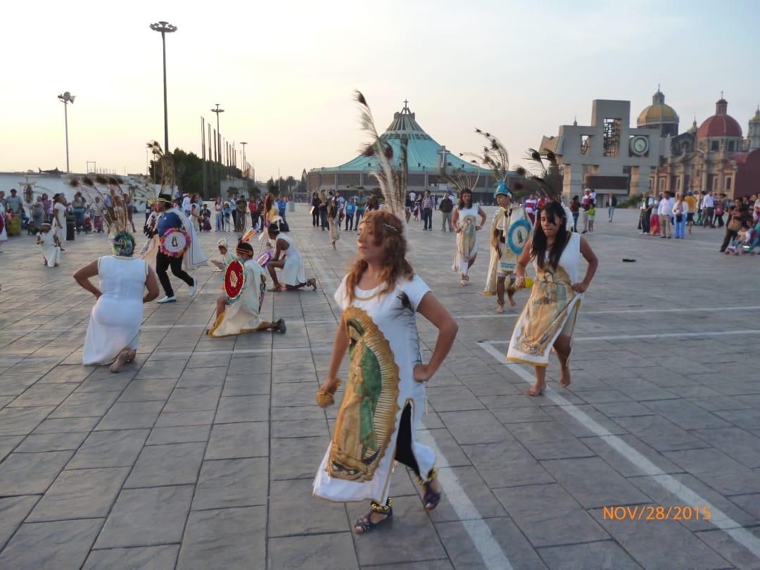 """Los """"Concheritos de Xochitepec"""" danzando en la Basílica de Guadalupe. Foto: Cortesía."""