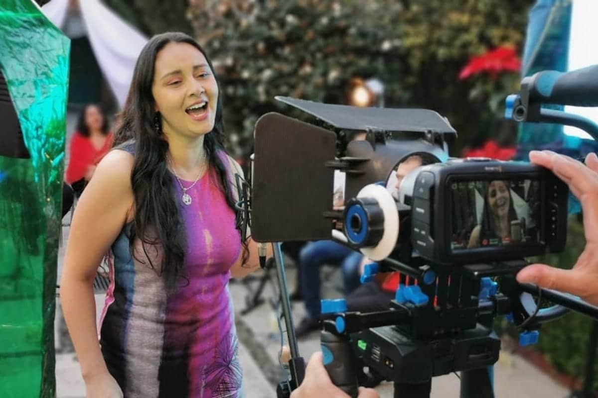 Una de las finalistas del Catolifest durante la grabación del videoclip.