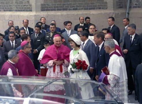 El día que Jackie Kennedy llevó rosas a la Virgen de Guadalupe