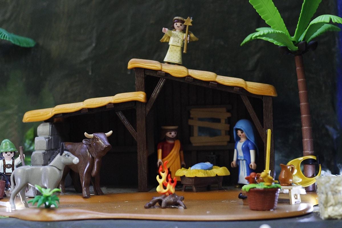 El pesebre y la Sagrada Familia, hechos con figuras de Playmobil. Filiberto Monter Santiago.