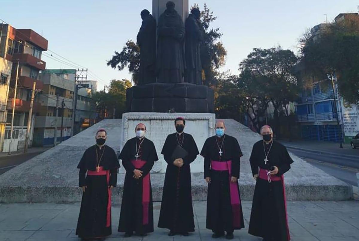 Los Obispos Auxiliares de la Arquidiócesis Primada de México al inicio de la peregrinación virtual a la Basílica de Guadalupe 2020.